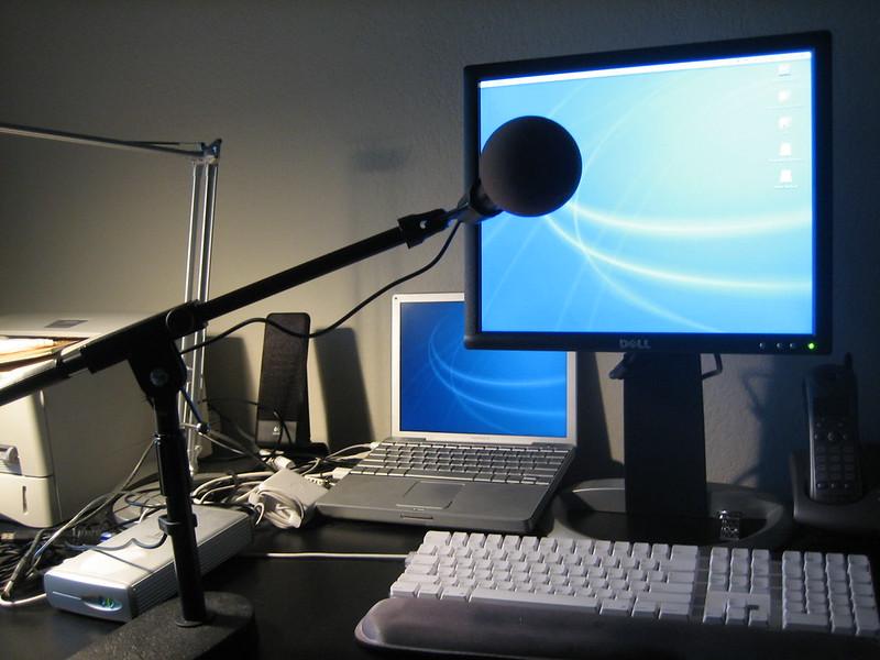 Per crear un podcast no es necessita un equip massa bo. Imatge de Naotake Murayama. Llicència d'ús CC BY 2.0 Font: Naotake Murayama. Llicència d'ús CC BY 2.0