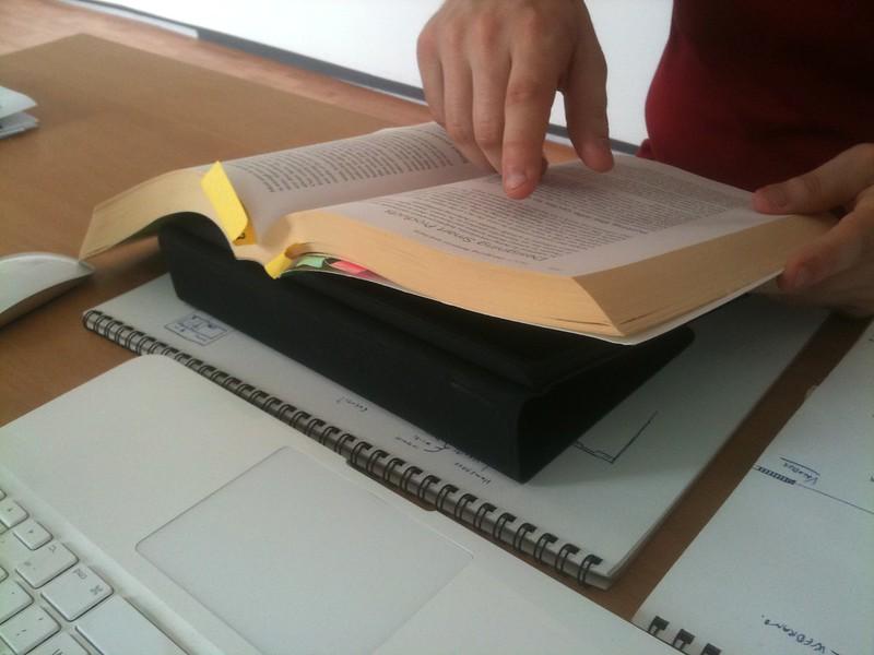 La possibilitat de subratllar i fer anotacions en els lectors de llibres electrònics, és real. Imatge de Luca Mascaro. Llicència d'ús CC BY-SA 2.0 Font: Luca Mascaro. Llicència d'ús CC BY-SA 2.0