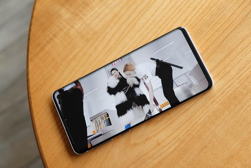 Tothom fa més fotografies des de que s'utilitza les càmeres dels telèfons mòbils. Imatge de Aaron Yoo. Llicència d'ús CC BY-ND 2.0 Font: Aaron Yoo. Llicència d'ús CC BY-ND 2.0