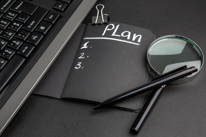 Segons les dimensions de les entitats han de publicar una documentació o una atra. Font: Freepik.