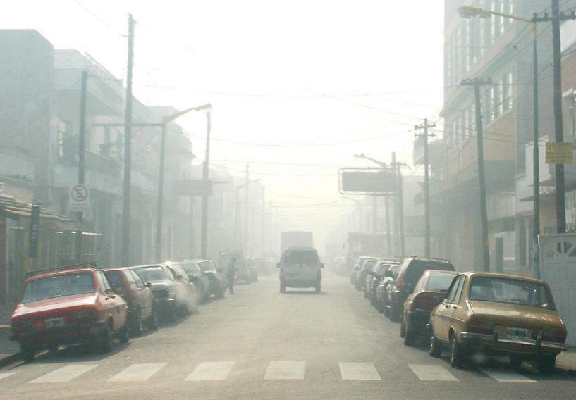 Contaminació a un carrer de Buenos Aires. Font: Javier Prazak (flickr)