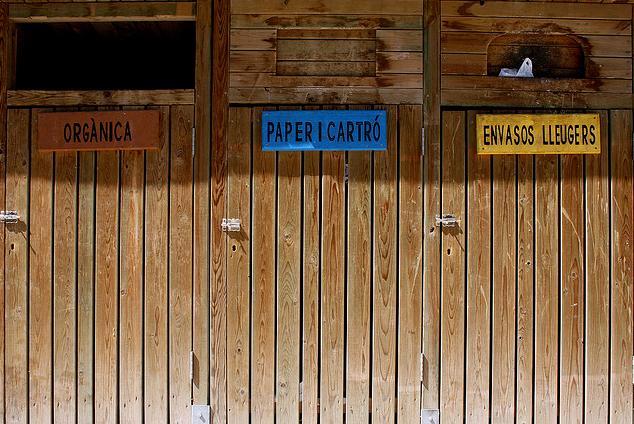 Contenidors de reciclatge. Font: Óscar Palmer (flickr.com)