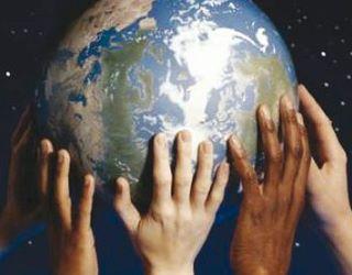 Món sostingut per mans. Font: URV
