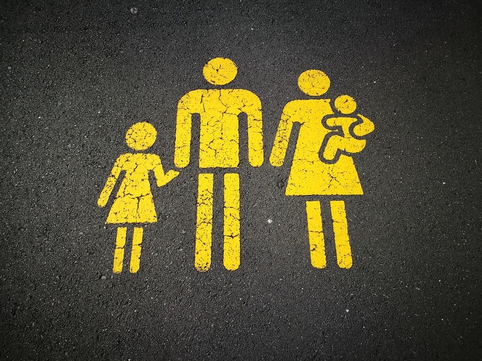 La prestació es pot demanar tant individualment com per unitat familiar. Font: Unsplash. Font: Font: Unsplash.