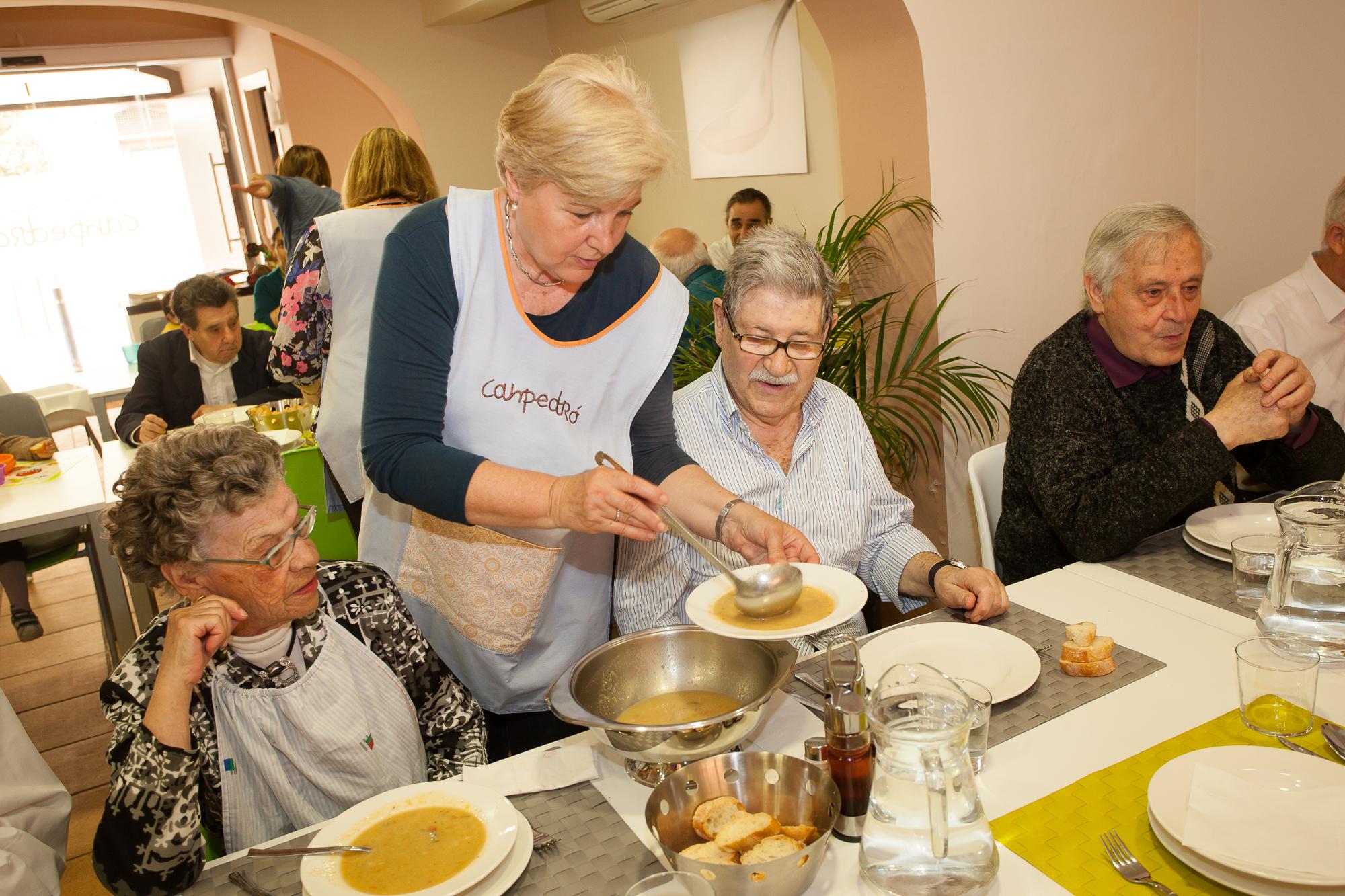 El programa del comedor social de la Fundación Canpedró