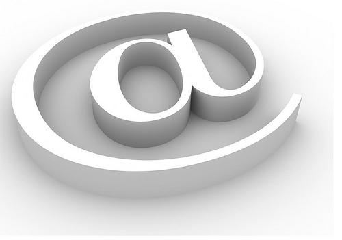 L'arroba, símbol del correu electrònic. Imatge de Micky Aldridge. Font:
