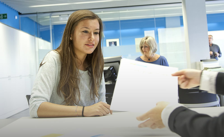 M s de joves s 39 han beneficiat del programa garantia for Oficinas soc barcelona