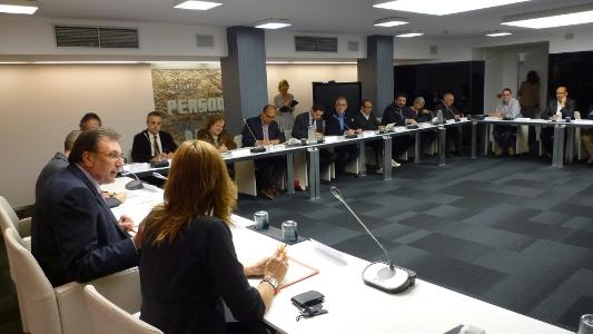 Foto de la constitució del Grup de Treball contra la pobresa i per a la inclusió
