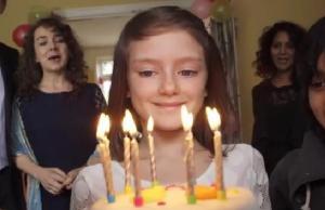 Imatge de la notícia L'impactant vídeo de Save the Children: la vida d'una nena, abans i després de la guerra