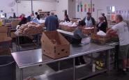 Banc dels aliments. Imatge CC BY-ND 2.0 de Alameda County Community Food Bank