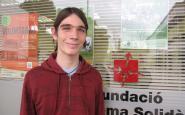 Martín Endara davant l'espai de la Fundació Autònoma Solidària.