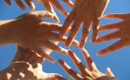 Mans amb cel de fons_Liliane_Flickr