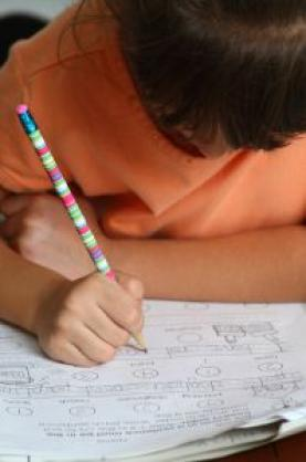 Imatge d'un infant a escola