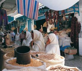 Dones de Tunísia comprant en un mercat. Font: Kalipedia