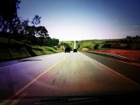 Dirigir. Cotxes en una carretera_mardruck_Flickr