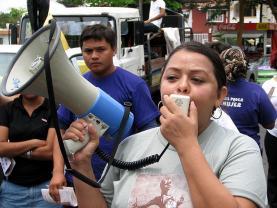 Manifestació per la salut de les mares: flickr.com/photos/svengaarn/520463049/