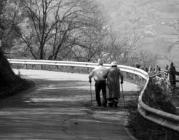 Persones grans passejant. Font: Informatiu d'Alforja