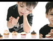 Nen menjant magdalenes (Foto d'Abdulmajeed Al.mutawee / Flickr)