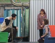 """Escena de la performance """"Un petit gest, grans canvis"""" (www.dretalasaluta"""