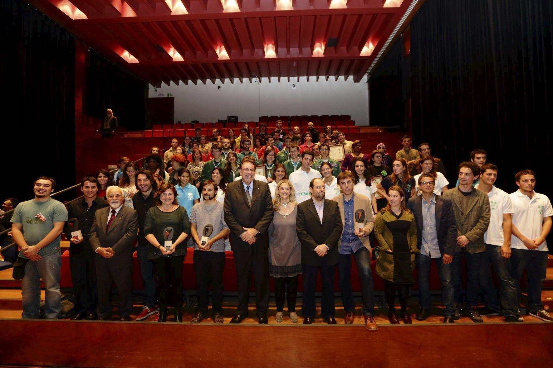 Els premiats amb el conseller Cleries. Foto: Generalitat de Catalunya