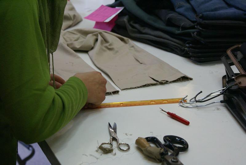 Dona treballant a Ravaltext. Foto de la seva plana web: www.ravaltext.com