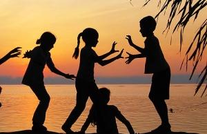 Children. Font: ann_jutatip (Flickr) Font: