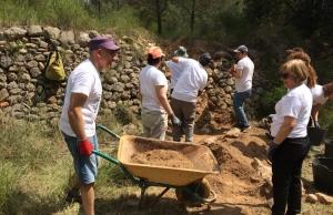Voluntariat amb l'Associació Mediambiental La Sinia Font: Associació Mediambiental La Sínia