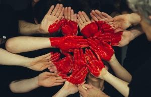 Persones voluntàries expliquen què dona sentit al voluntariat des del seu punt de vista.  Font: Unsplash