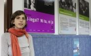 Alba Cuevas, directora de SOS Racisme, a la seu de l'entitat
