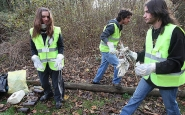 Joves fent voluntariat ambiental - Universidad de Navarra a Flickr
