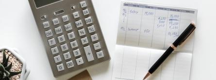 A l'octubre, algunes entitats han de fer el model 202, el segon pagament a compte. Font: Unsplash