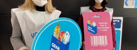 Persones voluntàries col·laboren en un supermercat a la ciutat de Barcelona. Font: El Gran Recapte