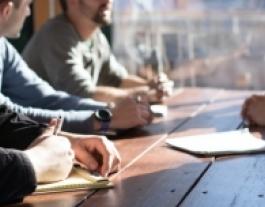 Els objectius del taller són conèixer el marc fiscal de les principals figures de l'economia social i entendre les peculiaritats fiscals. Font: Unsplash.