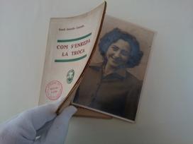 Retrat de Nati Izquierdo dins un llibret de teatre.