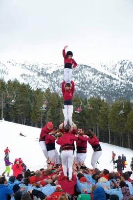 Actuació dels Castellers d'Andorra amb els Vailets de l'Empordà a Pal Arinsal (març 2016).