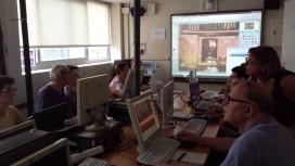 Cura de tractament d'imatge a l'Òmnia de l'Escola d'Adults de la Verneda-Sant Martí