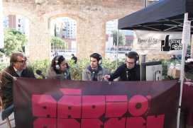 Programa en directe a peu de carrer (font: Ràdio Ateneu del Clot)
