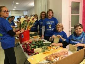 Voluntariat preparant Sant Jordi