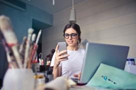 Fundación Esplai vol inundar les xarxes socials de testimonis de nenes i adolescents que expressin la seva opinió sobre la tecnologia i els rols de gènere que se li atribueixen