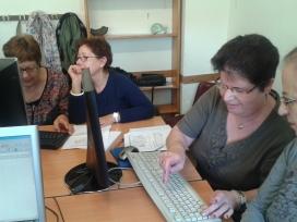 Participants en els tallers d'informàtica d'Àgora