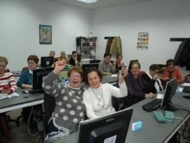 Participants del centre de formació de persones adultes Enric Valor de l'Alcúdia. Font: Fundación Esplai