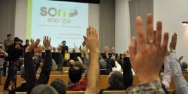 Votació durant una de les assemblees. Font: Som Energia