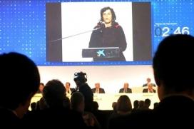 Intervenció de la Campanya Banca Armada en la junta d'accionistes de Caixa Bank.