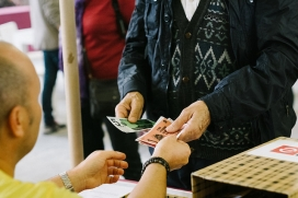 Intercanviant moneda social a la FESC