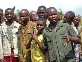 Imatge de nens soldats participants a la Guerra del Congo.