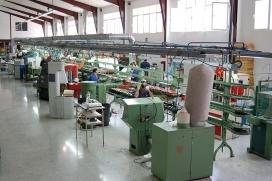 L'economia circular no perd mai de vista la cadena completa dels procesos de producció. A la foto, una fàbrica de calçat
