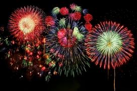 Focs artificials al web de Tot Raval per celebrar aquest doble aniversari