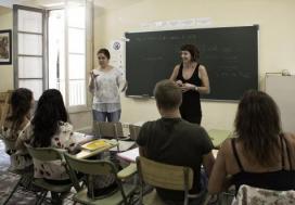 La Fundació Bayt-al-Thaqafa cerca docents per donar classes de castellà a persones refugiades i migrades.