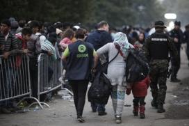 Personal d'Oxfam amb persones refugiades.