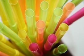 Canyes de plàstic